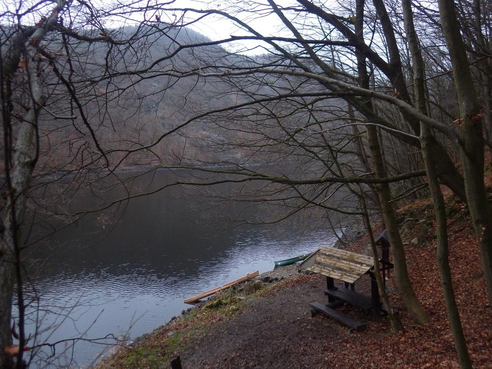 Štěchovická přehrada, kanoe, Svatojánské proudy, vodáci, pádlování, posezení