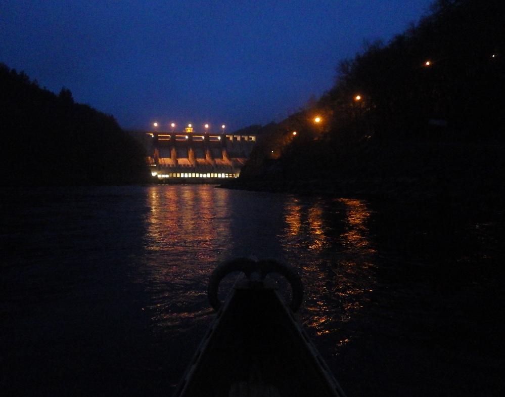 Štěchovická přehrada, Slapská přehrada v noci, kanoe, Svatojánské proudy, vodáci, pádlování