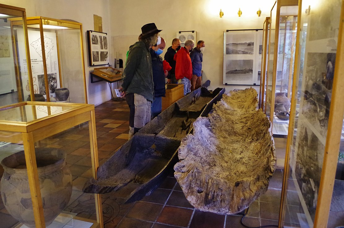Dlabaná neolitická kánoe